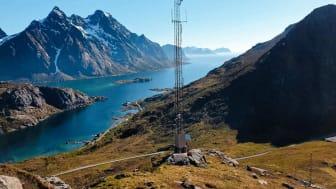 Dekningsturen går blant annet til Lofoten. Her er en basestasjon ved Steinfjorden med Mærvold-pollen nærmest. (Foto: Amund Ringen Jøråsen)