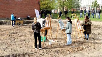 Entreprenøren har været i gang i et stykke tid, og udgravningen udgjorde en glimrende ramme for kulturskolens elever.