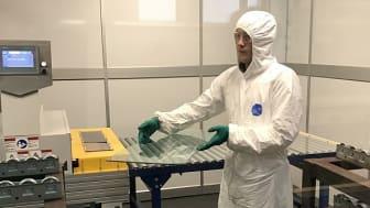 Glasjätte utökar sin forskning om antivirala beläggningar i kampen mot Covid-19