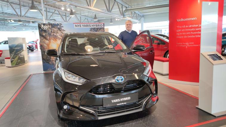 Det er alle våre Yaris-kunder vi skal takke for at modellen har blitt en så stor suksess her hjemme, sier Leif Forsland, bilselger ved Nordvik Toyota Harstad.  Foto: Nordvik AS.