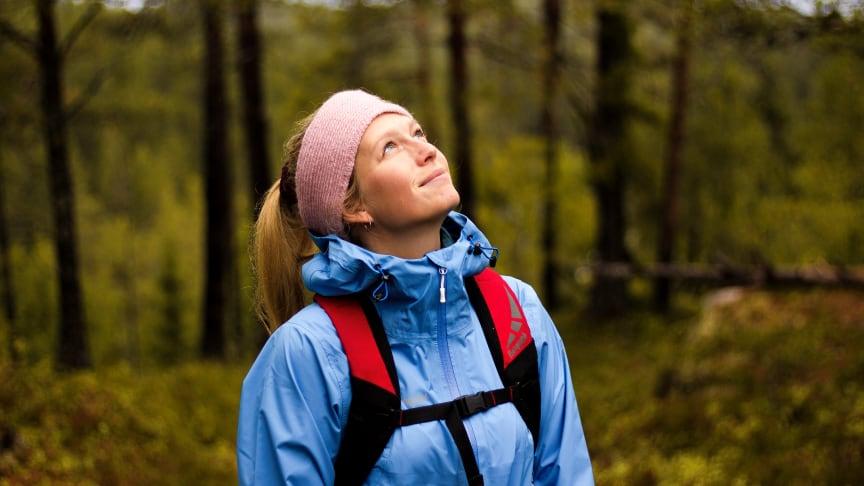 TA DET GRADVIS: Une Cecilie lagde seg en steg-for-steg metode for å mestre friluftslivet.