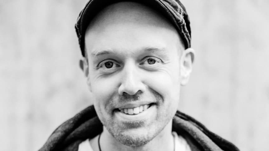 Josef Sahlin, tidigare lärare i svenska på Årstaskolan, nu på Medioteket som är en enhet på utbildningsförvaltningen i Stockholms stad.