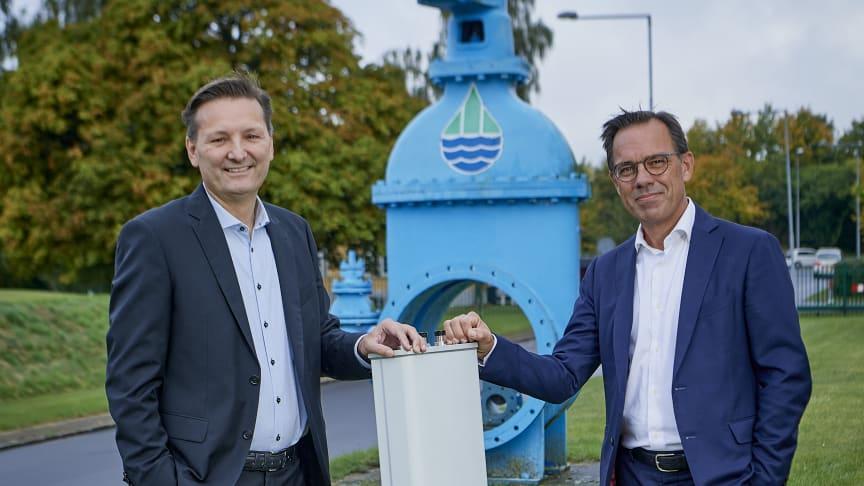 Martin Løbel, CEO i Cibicom A/S (tv) og Peter Møller adm. direktør Saint-Gobain Distribution Denmark der ejer Brødrene Dahl