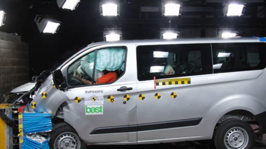 Nya Ford Transit- och Tourneo Custom når toppbetyg i EuroNCAP test av transportfordon