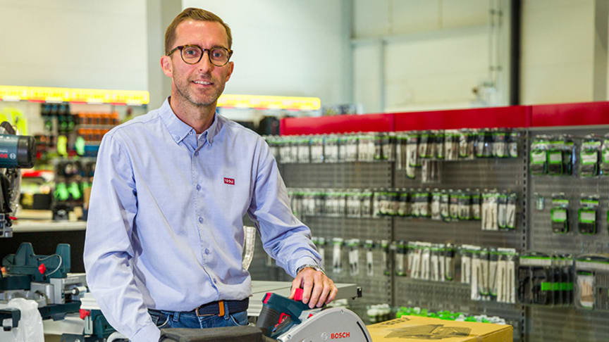 Morten Nilsen viser Bosch sin batteridrevne dykksag