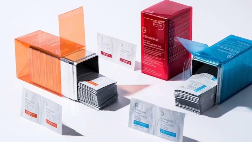 Fira 20 års hudvårdsframgång med ett 35-pack Daily Face Peel i en exklusiv jubileumsförpackning.