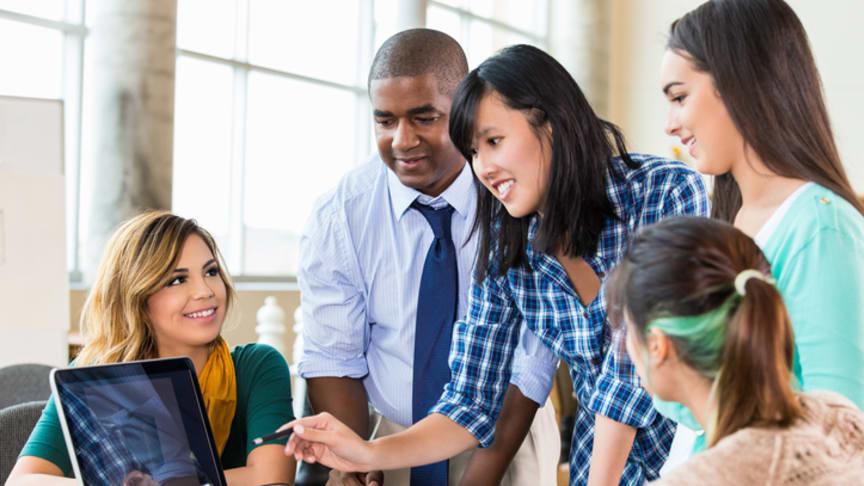 Santander und IE Foundation vergeben internationale Stipendien an Studierende aus 15 Ländern.