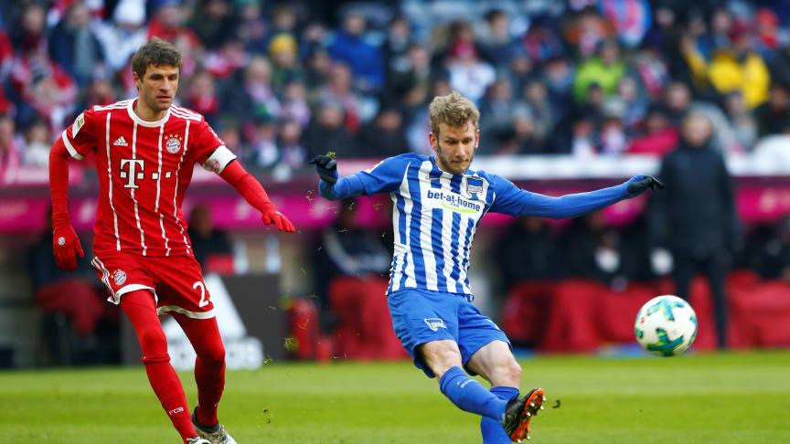 Fredag sparkes Bundesligaen i gang på Viaplay og Viasport. Her fra en kamp mellom Bayern Munchen og Hertha BSC på Allianz Arena i februar i år. Foto:  Michaela Rehle/REUTERS/Scanpix