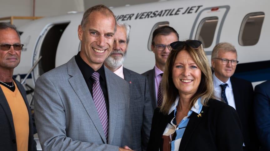 Markus Bucher, CEO Pilatus och Annika Tännström, förbundsstyrelsens ordförande.