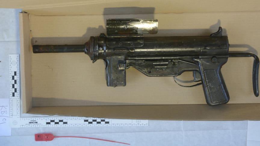 Sub-machine gun found in Fazakerley last night