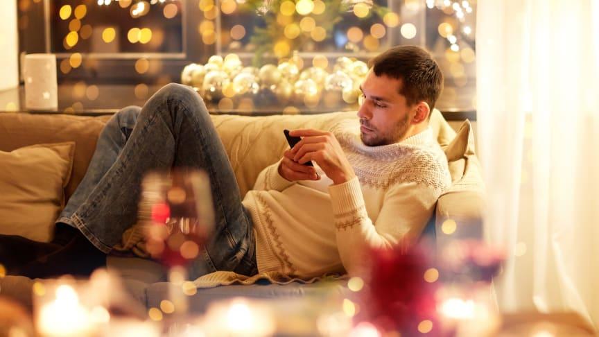 7 av 10 önskar sig meningsfull skärmtid i jul – Samtal, sms och magasinläsning i topp enligt Readlys undersökning