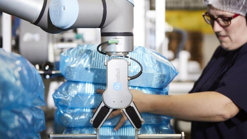 Axlar och armar på Plus Pack lindras genom OnRobot's Flexibel End-of-Arm Verktyg
