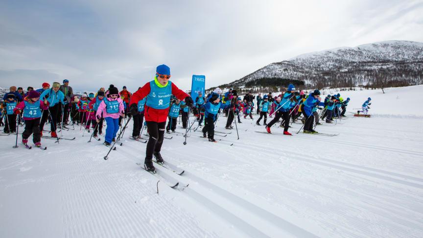 elenor Karusellen arrangeres denne sesongen for 15. gang. Over 70 000 barn opp til 13 år fra 510 klubber landet rundt deltar i det som er Skiforbundets viktigste og største rekrutteringstiltak.