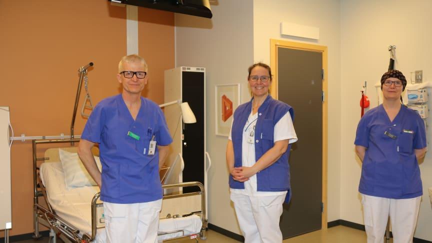Från vänster: Hans Strid, överläkare och gastroenterolog på SÄS, Laila Mikaelsson, överläkare och ordförande lokala organisationskommittén SÄS samt sköterska Carola Eriksson.
