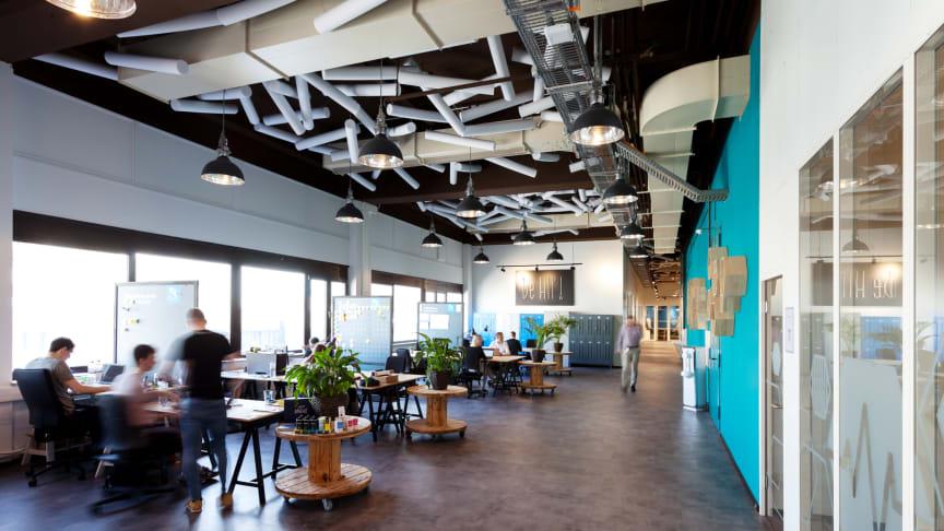 HIP hat seinen Sitz in Hamburg und bietet dort Startups Open-Workspace oder Teambüros, sowie Zugang zu Konferenzräumen und Veranstaltungsflächen.
