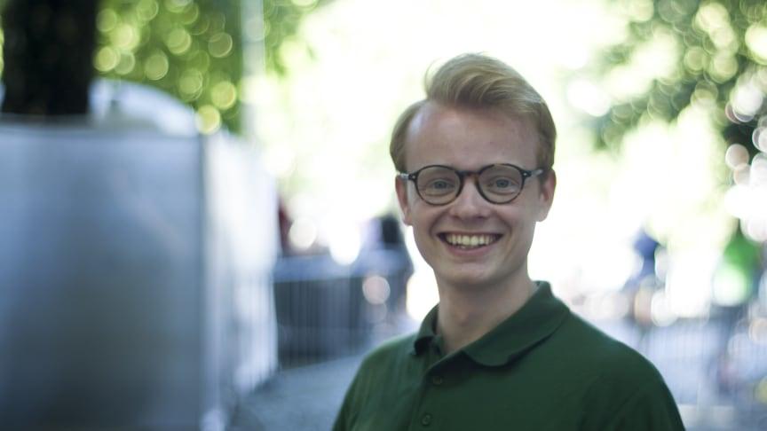 Festivalsjef i Oslo Pride, Fredrik Dreyer, gleder seg til morgendagens Pride Parade som allerede ser ut til å slå alle tidligere rekorder (Foto: Even Blomsnes).