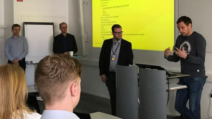 Markus Strömbergsson, socialtjänsten,  berättade för Gavlegårdarnas styrelse hur de arbetar förebyggande i bostadsområdena tillsammans med Gavlegårdarna.