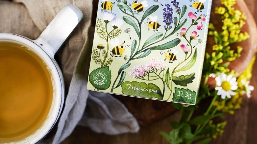 Ekologiska Yogi Tea Bee Happy med blommor och örter som bin speciellt tycker om.
