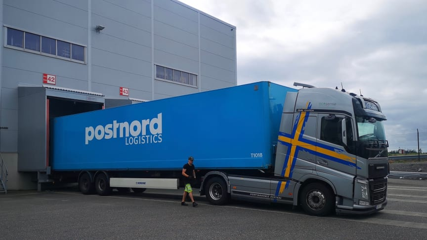 Bengts Åkeri i Örebro AB har fälttestat Ecosense Trailer Assist på en Volvo FH Globetrotter XL dragbil. Den automatiska inställningen av takluftriktaren minskade bränsleförbrukningen med 6 %.