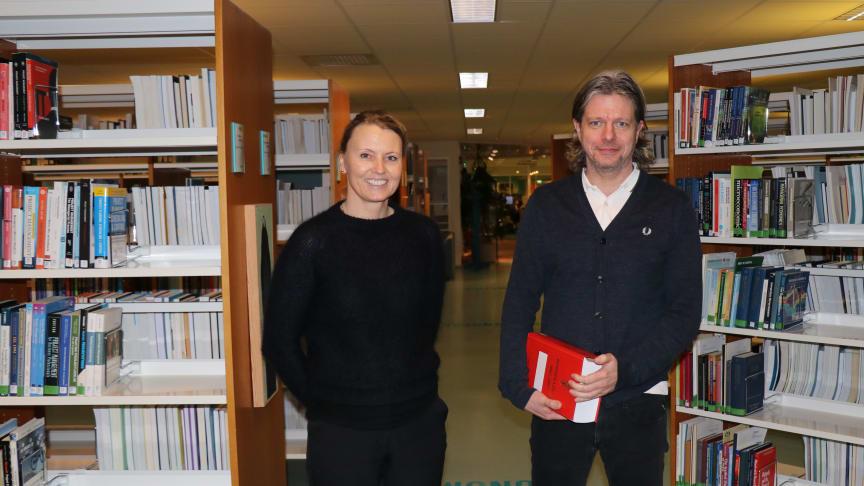Dekan Kari Bachmann og studieleder Odd Anders Bøyum-Folkeseth ser fram til å kunne ta imot nye studenter til bachelor i rettsvitenskap høsten 2021.  Foto: Jens Petter Straumsheim