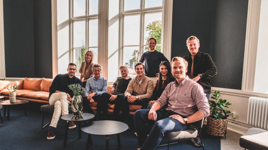 På bild: försäljning- och marknadsavdelningen. Från vänster: Sebastian Mehri Johansson, Hanna Junland, Oskar Hjertstedt, Adam Nordenjack, Patrik Björk, Johan Jarskog, Samar Gallioulina, Anton Boså & Nils Nordenjack