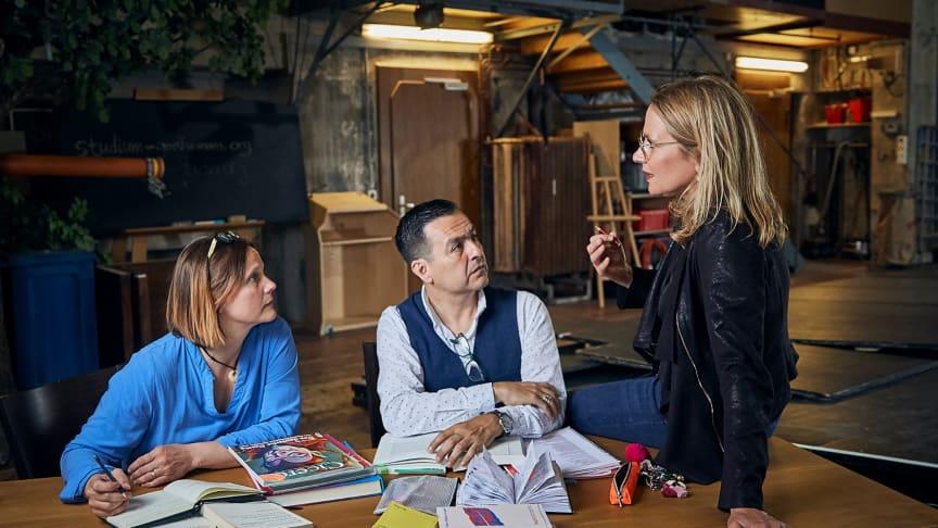 Regieteam Goethes ‹Faust 1 & 2›: Isabelle Fortagne (Regieassistentin), Eduardo Torres (Eurythmie) und Andrea Pfaehler (Regie) (Foto: Lucia Hunziker)