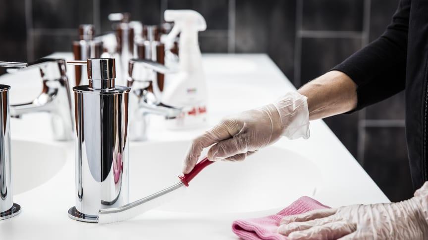 Engångshandskar är effektivt som skydd men huden innanför behöver extra omsorg