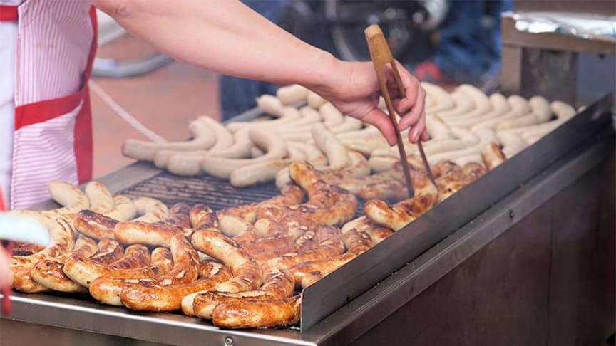 Risken för magsjukdomar ökar sommartid. Ofta på grund av dåligt hanterad mat vid grillning.