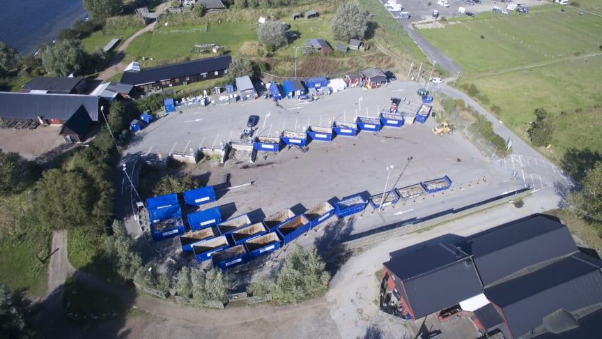 Ljuddämpande åtgärder testas på Lilla Hammar återvinningscentral.  Se illustrationen nedan.