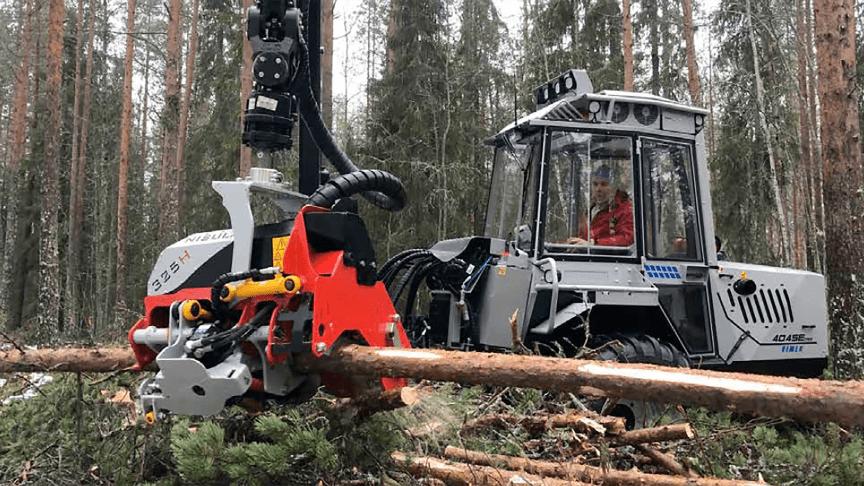Test with Nisula 325H harvester head outside Vindeln, Sweden, in November 2019.