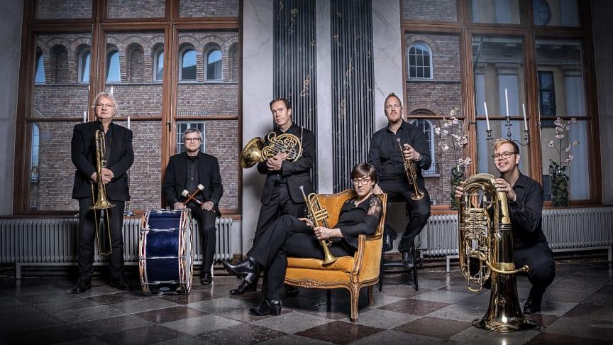 Blåsarsymfonikernas brasskvintett med slagverk. Foto Nadja Sjöström