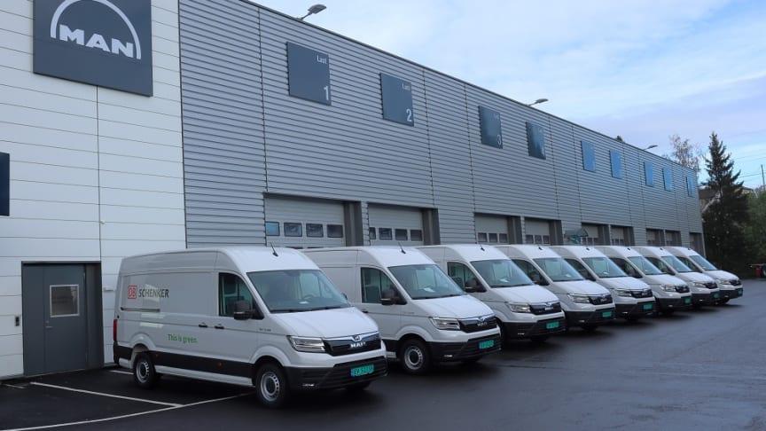 Et grønt syn? Otte nye el-varebiler leveret til DB Schenker i Norge