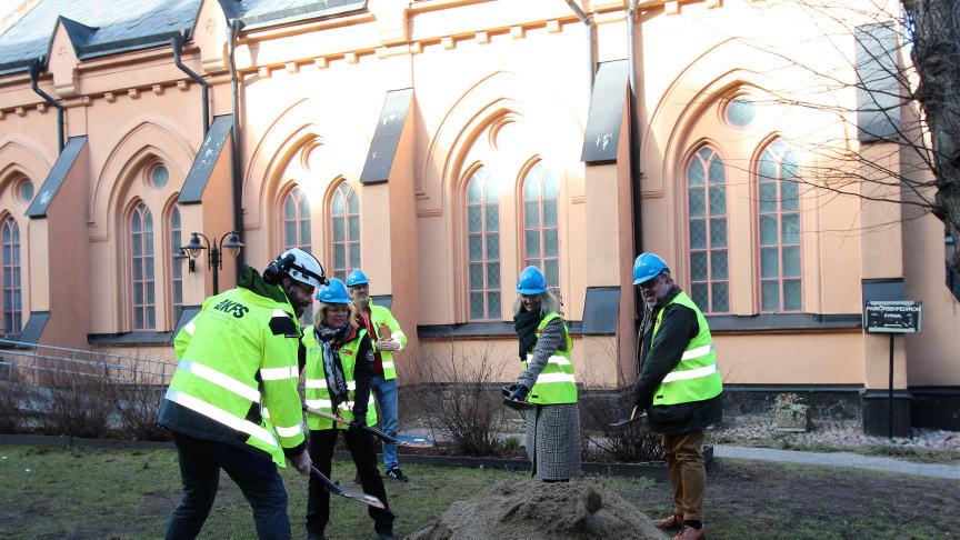 Första spadtaget St Paul. Foto: Caroline Martinsson, M3 Bygg.