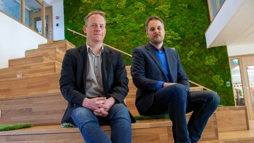 Anders Åström och Magnus Lundström i gradängtrappan
