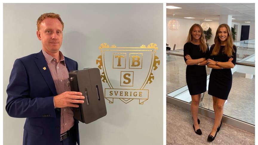 Fredrik Berg med en Period Pack-behållare, företaget är grundat av Amanda Mattsson och Lova Svensson.