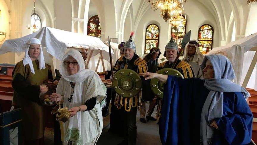 Påskens budskap framförd som teater för skolbarn i Lindesberg