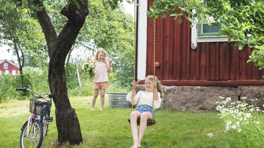 Småland är Sverige på riktigt - drömmen om röda stugan, leken och idyllisk natur.