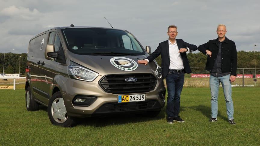 Tom Maxmølris, Ford Danmarks Head of Commercial Vehicles (tv.), og Andreas Lang Hedegaard, juryformand (th.).