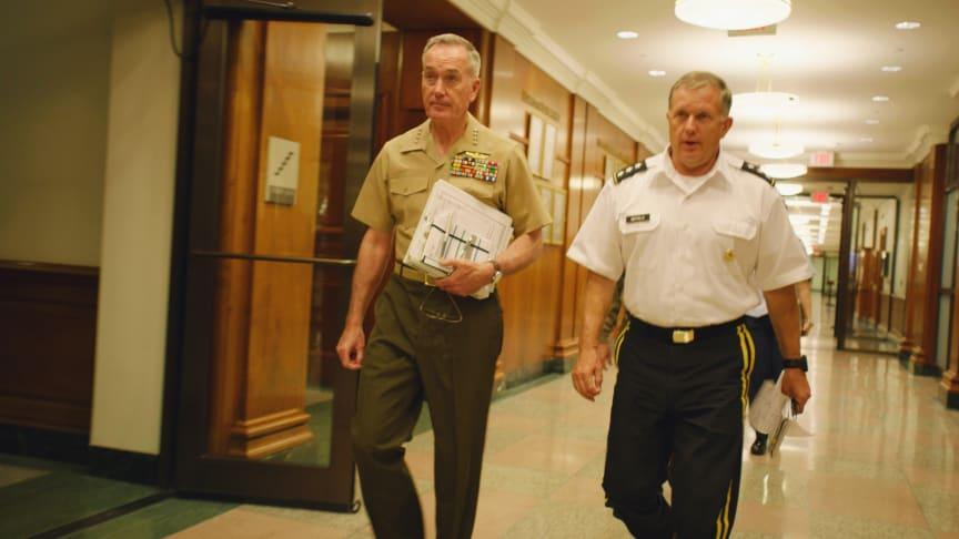 I dokumentärserien Chain of Command i åtta avsnitt följer vi de män och kvinnor i den amerikanska armén som bekämpar extremismen runt om i världen.