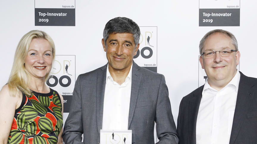 Science journalist and TOP 100 mentor Ranga Yogeshwar (centre) with Katrin Köster, Head of BPW Corporate Communications, and Dr Markus Kliffken, Member of BPW's Executive Board responsible for innovation management.