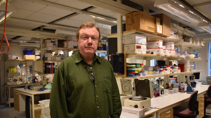 Hiv-Sverige tilldelar årets Heders-Red Ribbon till professor Anders Sönnerborg
