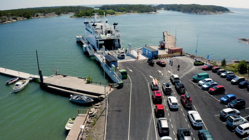 Schneider Electricin automaatioratkaisut varmistavat, että Vuosnaisten uuden satamalaiturin valvontaan, ohjaukseen, turvallisuuteen ja tietoliikenteeseen liittyvät ratkaisut toimivat haastavissakin olosuhteissa. Kuva: Mika Vartiainen