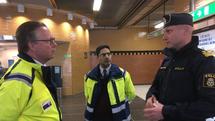 Mark Jensen vd MTR Nordic, Fawwaz Asad stationschef Rinkeby och Niclas Andersson tidigare Lokalpolisområdeschef i Rinkeby.