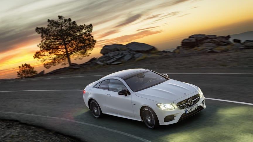 Den nye E-Klasse coupé fra Mercedes-Benz kombinerer på elegant vis det tydelige og sensuelle coupé-design med komfort og teknologi fra øverste hylde