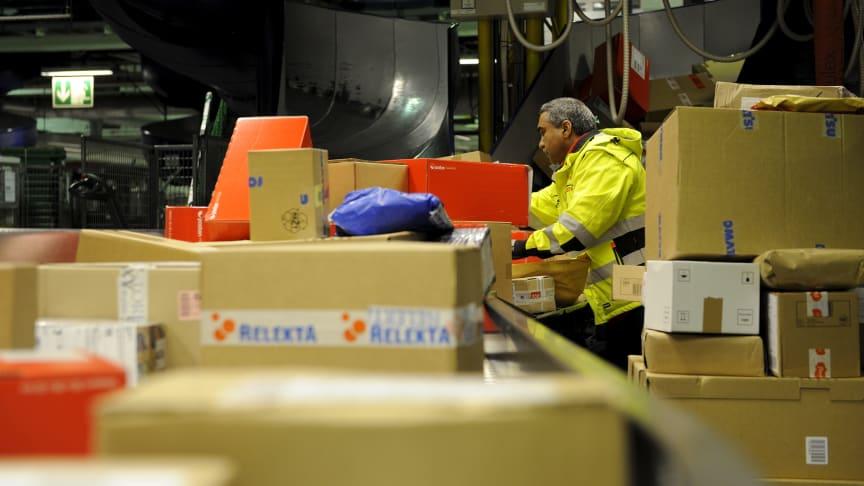 Posten håndterer enorme mengder pakker i disse dager.
