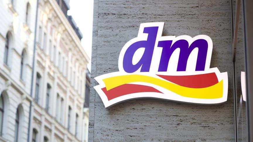 dm überzeugt die Kunden mit Angebotsvielfalt, Eigenmarken und günstigen Dauerpreisen - so das Ergebnis des Kundenmonitor 2019