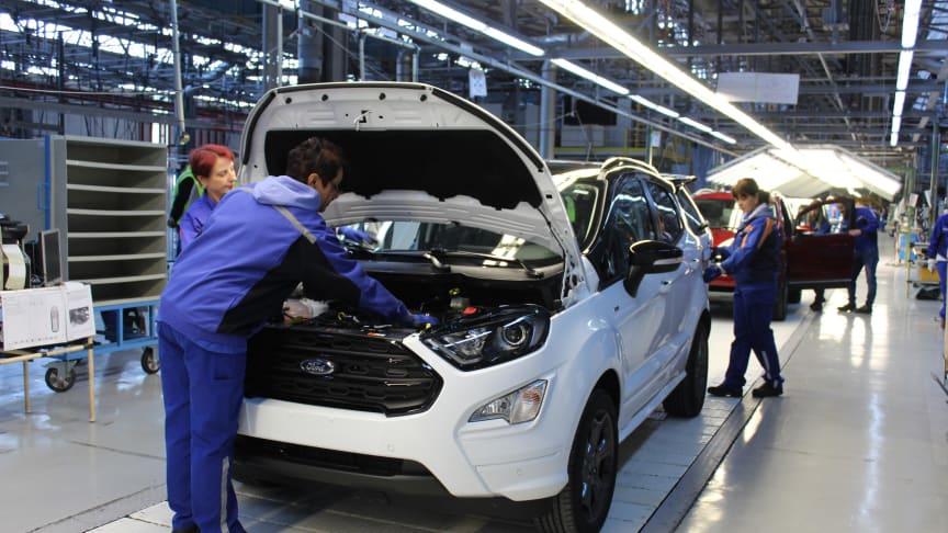 PRODUKSJONSSTART: Her er en av de aller første Ford EcoSport som rullet av samlebåndet på Fords fabrikk i Romania.