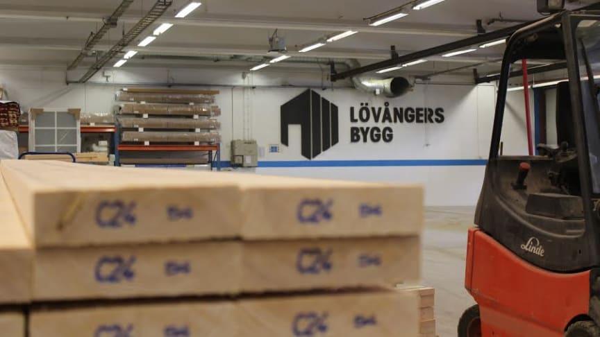 Med ny fabrik kan Lövångers Bygg möta den stora efterfrågan.