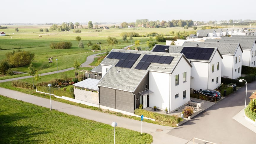 Villa med solceller och moderna energimätare