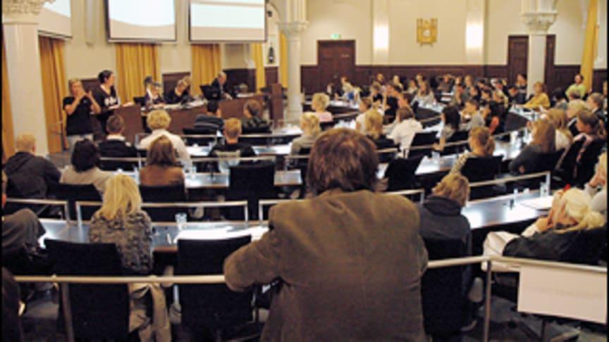 Pressinbjudan: Gymnasieelever tar plats i fullmäktigesalen